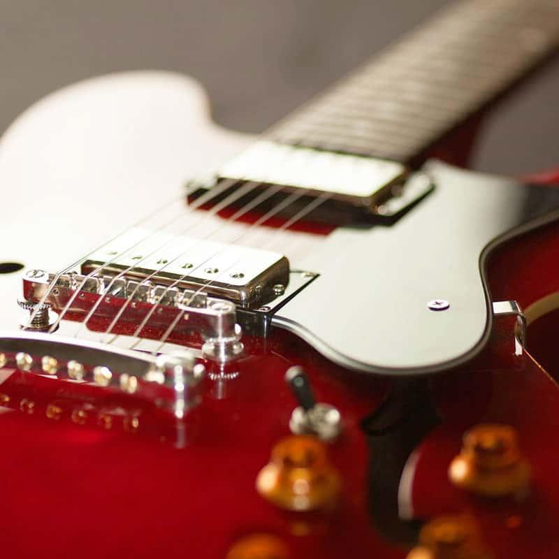 Guitare éléctrique rouge